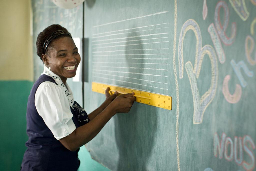 Bild ifrån en skola på Haiti där Rotary hjälpte efter katastrofen.