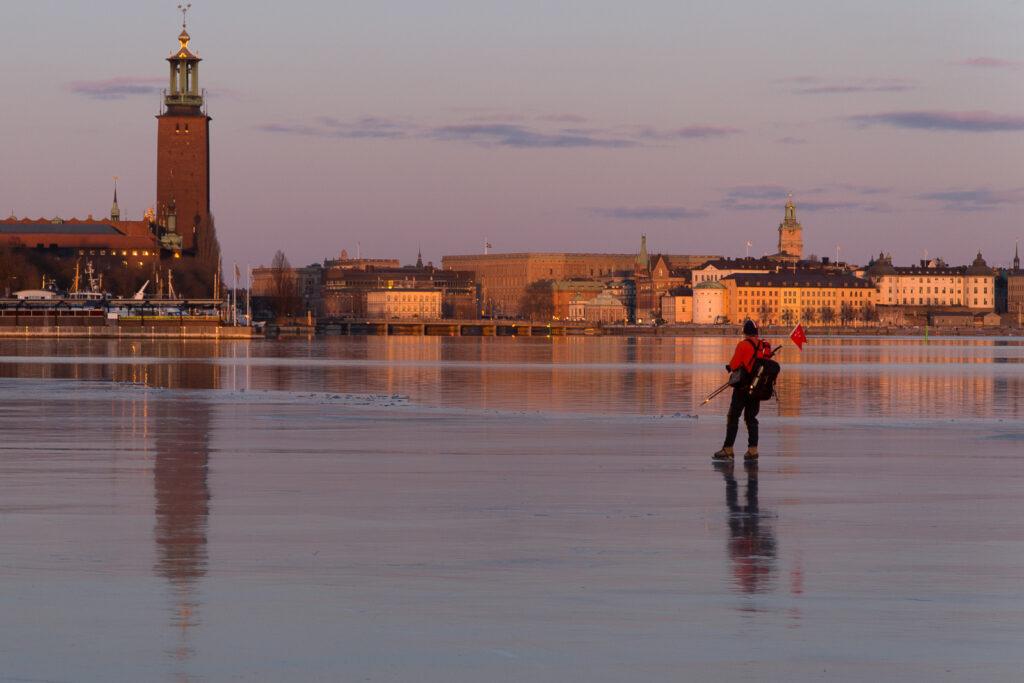 bild ifrån ssk.se som visar en skridskoåkare på Riddarfjärden.